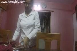 Video de novinhas dando a buceta pela primeira vez sendo estrupada aforca