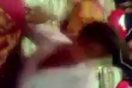 Videos porno de mulher com a mão presa na pia