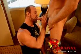 Quero ver video de porno com. homens fazendo masagem na buceta das mulheres