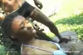 Baix video de mulhe gozano de esguicho