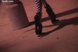 Fotos d gordinhas d minisaia escapando a calcinha