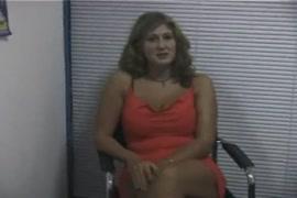 Coroa intaliana fazendo sexo com seu priprio filho em video porno