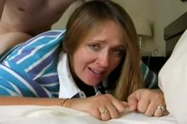 Video de mulher abrindo a buceta cabeluda