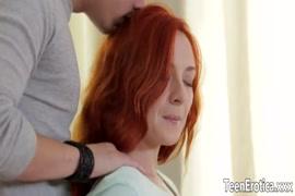 Mulher loira de cabelo chanel porno