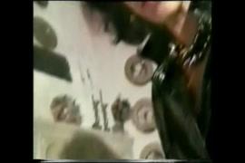 Video de lesbica chupando a buceta da amiga debaixo da mesa