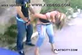 Videos de sexomulher sendo estuprada por varios homens violento