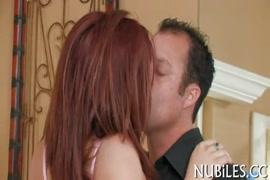 Homem gozando e mijando na boca da mulher é a mulher engolino vídeos caseiros